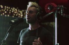 """Vídeo: Adam Levine canta """"Lost Stars"""", da trilha sonora do filme """"Mesmo Se Nada Der Certo"""""""