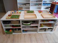 Voici quelques photos de mon ambiance Montessori, j'ai encore des modifications à faire, du matériel à fabriquer et à acheter mais je peux ... Montessori Classroom, Quelques Photos, Voici, Bookcase, How To Plan, Home Decor, Homeschooling, Inspiration, Montessori Kindergarten