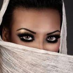 My favorite eye makeup ever! Gorgeous Eyes, Stunning Women, Pretty Eyes, Cool Eyes, Amazing Eyes, Blue Eye Makeup, Love Makeup, Beauty Makeup, Hair Makeup
