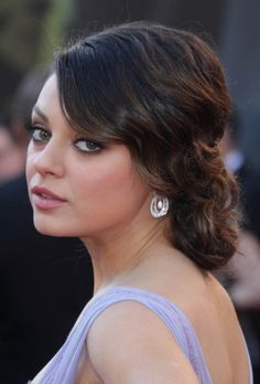 Mila Kunis' Retro Hairstyle