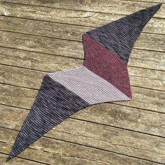 #mågesjal færdigt! #seagullshawl #hæklet #crochet #crocheting #crochetshawl #hækletsjal #merinowool #madelinetoshprairie #madelinetosh #dirtypanther #håndfarvetgarn fra @menagerig #handdyedyarn #manervellidttilfugle #hækling by 14pipper