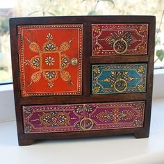 Hand-painted mini chest of 3 drawers from India