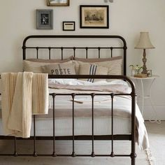 Looking for country bedroom decorating ideas? Take a look at this neutral country bedroom from Country Homes & Interiors for inspiration. For more bedroom ideas, visit our bedroom galleries Cottage Style Bedrooms, Style Cottage, Home Bedroom, Dream Bedroom, Vintage Bedroom Styles, Bedroom Vintage, Vintage Beds, Vintage Metal, Vintage Style