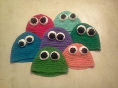 Gorros con ojitos en crochet  www.alejandrocamarero.com.ar