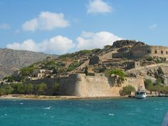 # Fortaleza de Spinalonga. * Ilha de  Spinalonga * Grécia. Área: 49 Km².