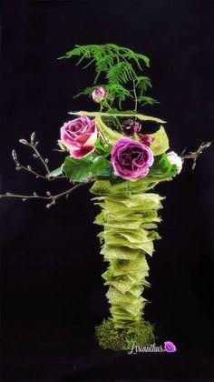Simple Flowers, Amazing Flowers, Art Floral, Floral Design, Flowers In The Attic, Church Wedding Flowers, Corporate Flowers, Modern Flower Arrangements, Cascade Bouquet