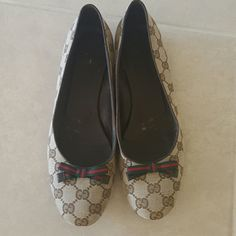 Authentic Gucci ballet flats Authentic Gucci flats. Excellent condition. Only signs of wear are on sole and interior of shoe Gucci Shoes Flats & Loafers
