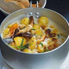 Kartoffel und Kraeuterseitlinge in Estragon-Sahne / Für die vegane Version Sahne durch Hafersahne und Butter durch Alsan ersetzen.