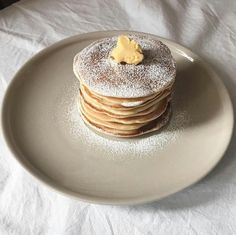 Find images and videos about food, sweet and yummy on We Heart It - the app to get lost in what you love. Cute Food, Good Food, Yummy Food, Food Porn, Aesthetic Food, Dessert Recipes, Desserts, Food Inspiration, Sweet Recipes