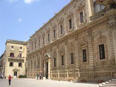 Palazzo del Governo (Convento dei Celestini): l'attuale Palazzo del Governo era convento dei Padri Celestini. Nel 1353 il Conte Gualtiero VI fece ai Monaci generose donazioni per la fondazione della loro Chiesa e Convento nel sito ove oggi sorge il castello.