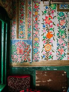 bohemianhomes: Bohemian Homes: Hand Painted Indian Botanical. (Bohemian Homes) Bohemian House, Bohemian Interior, Bohemian Gypsy, Textures Patterns, Print Patterns, Modern Patterns, Indian Patterns, Floral Patterns, Interior Inspiration