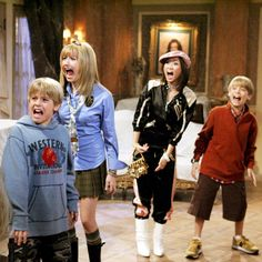 """Who remembers the iconic Suite Life Of Zack & Cody halloween episode"" Hotel Zack Und Cody, Zack Et Cody, Disney Channel Halloween, Old Disney Channel, Sprouse Bros, Dylan Sprouse, 2000s Tv Shows, Movies And Tv Shows, Brenda Song"