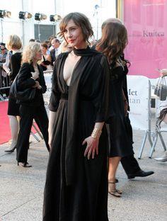 Vera Farmiga, Dresses, Fashion, Vestidos, Moda, Fashion Styles, Dress, Fashion Illustrations, Gown