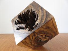 Cubo de madeira medindo 20x 20 x 20cms e peso aprox: 7 kgs