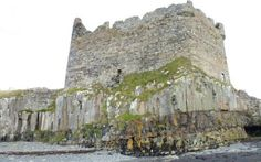 Mingary Castle (Ardnamurchan):  A short walk to Mingary Castle on The Ardnamurchan Peninsula and to a lovely rocky shoreline and shingle beach. Please note as of 2013 access to Mingarry Castle is not possible due to restoration work.