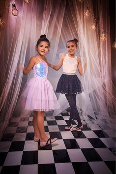 Sí existe el look 𝘮á𝘨𝘪𝘤𝘰🦄💜  perfecto para este Halloween🎃... y lo encuentras en STUDIO F. #FantasyWorld  #HalloweenSTUDIOF  #GirlBySTUDIOF  #FantasyWorldbySTUDIOF   Look izquierda: Vestido Ref. K140259 Calzado Ref. K370005  Look derecha: Blusa Ref. K170940 Falda Ref. K030154 Calzado Ref. K370005 Fantasy World, Tulle, Halloween, Skirts, Fashion, Vestidos, Feminine Fashion, Tents, Footwear