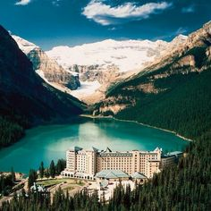 Fairmount Chateau. Lake Louise