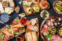 One of the top perks of working in Vancouver are the countless happy hours. Find the best food and drink in Foodie Tours' Top 17: Vancouver Happy Hour.