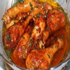 Receita Frango ao Molho Agridoce INGREDIENTES 1 kg de coxa e sobrecoxa de frango, sem pele 1/2 xícara de molho shoyu 1/2 xícara de ketchup 1 dedo de uma xícara de chá de mel 3 dentes de alho socado 2 colheres de óleo Sal a gosto MODO DE PREPARO Misture todos os ingredientes do molho…