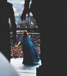 Live oh god she's amazing Music Shake, Florence The Machines, Shes Amazing, Florence Welch, Perfect Woman, Girl Gang, Celebs, Celebrities, Music Is Life