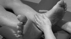 Uvolnění krční páteře The release of the cervical spine Tight Neck, Foot Reflexology, Relax, Sciatica, Calisthenics, Feet Care, Massage Therapy, Back Pain, The Cure