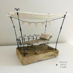 Farniente Scénette en fil de fer, tissu et bois Wire, wood & fabrics