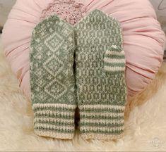 Strikket i ullgarn fra Krea De luxe #diy #knitwear #knitting #strikke #votter #mittens #mønsterstrikk #norwegianknitting #strandedknitting #stricken #strikning Fashion Forms, Style, Threading, Swag, Stylus, Outfits
