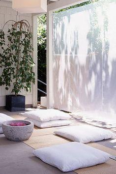 Meditation Raumdekor, Meditation Room Decor, Relaxation Room, Relax Room, Walking Meditation, Meditation Quotes, Zen Space, Piece A Vivre, Home Bedroom