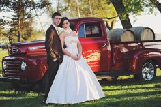 Wedding Dress #vintagewedding #carloscreekwinery #1950ford