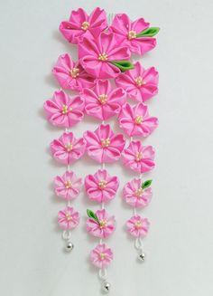Pink Hanging Sakura Blossom Tsumami Kanzashi Silk por HanamiGallery