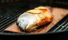Une recette estivale qui va vous changer des chipo : Dorade à la citronnelle au barbecue.