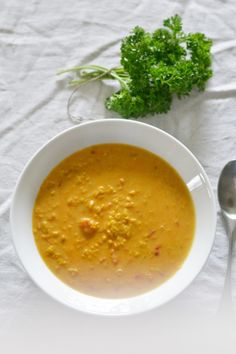 Very rare recipes are as addictive as this red lentil soup. Vegetable Recipes, Vegetarian Recipes, Healthy Recipes, Vegetarian Xmas, Easy Delicious Recipes, Yummy Food, Batch Cooking, Cooking Recipes, Red Lentil Soup