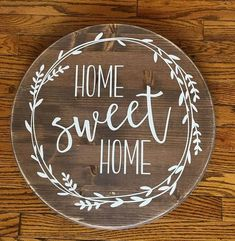 Home Sweet Home Round Wood sign Farmhouse Decor Rustic Dekor rustikal Home Sweet Home Round Wood sign - Farmhouse Decor - Rustic Decor - Home Decor Diy Home Decor Rustic, Rustic Farmhouse Decor, Handmade Home Decor, Rustic Wood Crafts, Rustic Cafe, Rustic Restaurant, Vintage Farmhouse, Farmhouse Table, Diy Signs