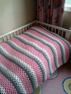 Hoera! Af! Sprei roze-grijs-wit haken crochet