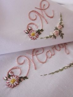 Elizabeth Hand embroidery: A small Margherita more . Embroidery Monogram, Embroidery Transfers, Embroidery Applique, Embroidery Stitches, Hand Embroidery Flowers, Types Of Embroidery, Hand Embroidery Patterns, Stitch Witchery, Embroidery Alphabet