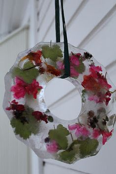 Frozen flower decoration. Just have to remember to save some flowers from the summer to make this in January :-)