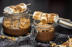 Alicias kokbok - S'mores in a jar, a.k.a chokladmousse med krossade kex och grillade marshmallows