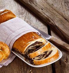 Wiener Mohnstrudel (Bild: Eisenhut und Mayer) Cake Cookies, Cupcake Cakes, Cupcakes, Pretzel Bites, No Bake Desserts, Hot Dog Buns, Sweet Tooth, Sandwiches, Food And Drink