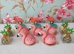 "55 curtidas, 3 comentários - Delicatezza Doces (@delicatezza_doces) no Instagram: ""#festatropical #festaflamingo #festaflamingoeabacaxi #docesdecasamento #votorantim #sorocaba…"" Flamingo Party, Flamingo Cake, Flamingo Birthday, Luau Birthday, Birthday Parties, Birthday Party Decorations, Party Themes, Hawaian Party, Summer Cakes"