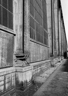 exposed steel girder - AEG turbine hall by peter behrens
