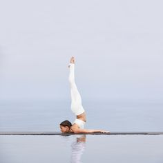 ALO YOGA || West Coast Legging in White/Buff and Aria Bra in White Glossy/Buff #aloyoga #beagoddess