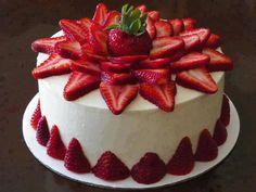 cake, kwark, marzepijn en aardbeien taart