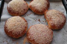 Fuldkornsburgerboller Bread Recipes, Cooking Recipes, Bread Baking, Bread Food, Flatbread Pizza, Sweet Bread, No Bake Desserts, Foodies, Buffet