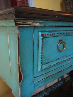 Ideas for turquoise distressed furniture diy bedrooms Distressed Turquoise Furniture, Distressed Furniture Painting, Painted Furniture, Weathered Furniture, Diy Furniture Projects, Furniture Makeover, Furniture Refinishing, Vintage Furniture, Cool Furniture