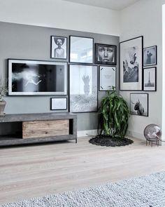 5 manieren om je TV te 'verstoppen' - Inspiraties - ShowHome.nl Living Room Tv, Home And Living, Living Room Inspiration, Interior Inspiration, Tv Wall Design, House Design, Framed Tv, Piece A Vivre, Living Room Designs