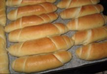 Suroviny 1 kg múka hladká 6 dcl mlieko dcl olej 80 g čerstvé droždie 25 g… Albanian Recipes, Slovak Recipes, Czech Recipes, Russian Recipes, Bread Recipes, Cooking Recipes, Savoury Baking, Bread Baking, How To Make Dough
