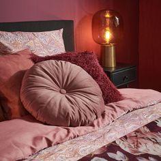 Shop de look: romantische slaapkamer - Stek Woon & Lifestyle Magazine House Goals, Interior And Exterior, Bean Bag Chair, Bed Pillows, Relax, Bedroom, Table, Furniture, Home Decor