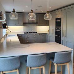 Kitchen Room Design, Kitchen Layout, Home Decor Kitchen, Kitchen Interior, Home Kitchens, Kitchen Ideas, Open Plan Kitchen Dining Living, Kitchen Diner Extension, Open Plan Kitchen Diner