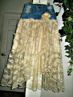 Denim And Lace, Denim Top, Vintage Denim, Vintage Lace, Denim Ideas, Denim Crafts, Altering Clothes, Recycled Denim, Boho Designs