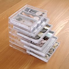 100円ショップの便利グッズを利用して、アクセサリー収納を作りました。あの無印良品のアクセサリー収納に似た便利な収納が、全部100均グッズで完成します。 オール100均ハンドメイド、【無印良品風】アクセサリー収納(usagi works)